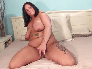 chubby brunette aged doing a solo play