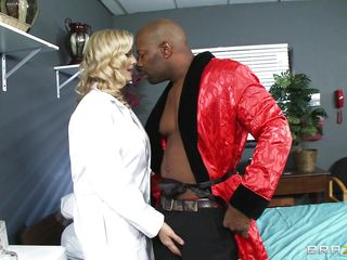 doctor widens her legs for interracial fuck