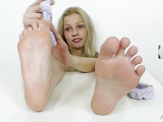 She has a fetish that she want to play with a cock not with her hands, mouth, pussy not even with her ass hole. she craves her feet to feel the raw power of a dick, but she has no penis handy or footy but she decides to satisfy her fetish with the help of a really large and dangerous looking dildo.