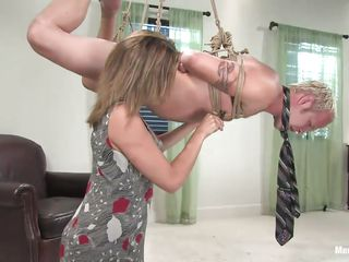 dominant-bitch gwen diamond humiliates abode slave billy