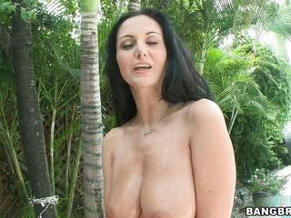 lascivious brunette with huge boobs wants to engulf