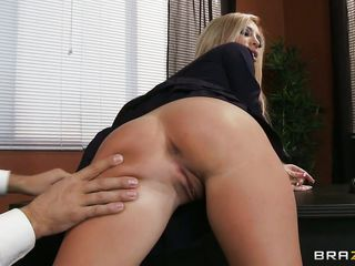 pine hair milf receiving a tongue connected with her cunt