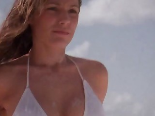Kelly Brook Sexy Stripped Video On The Beach