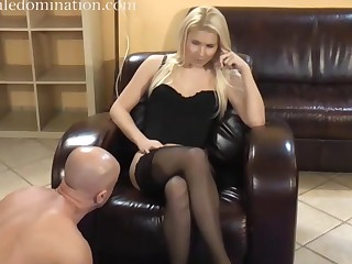 mistress facesitting