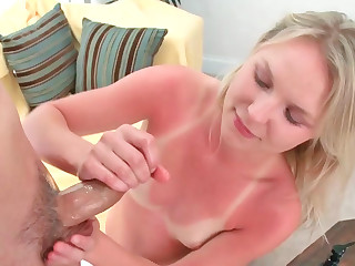 Natalie Rouge circumspectly sprightly her hands at near tugjob