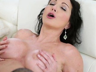 Dark-haired MILF made yourself pretty for lovemaking with pill popper