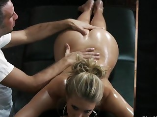 Samantha Saint gets a pleasant indeed massage