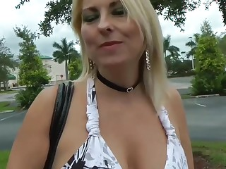 Fucks sexy MILF Dallas Diamondz