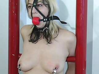She went to a bondage master to get squirt.Her weakness is being tied up whilst the master is playing her pussy with vibrator putting on her tit and pussy for an  explainable feeling for her to reach what she wants.