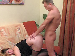 Luring older sweetheart swallowing meat in advance of thrusting her mellow cookie on a shlong