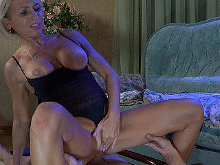 Ninette&Robin hawt mom on videotape scene