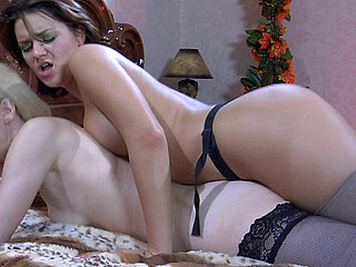 Amelia B&Charlotte pussylicking mommy on movie scene