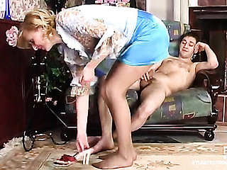 Olivia&Rudolf unbelievable nylon toes episode