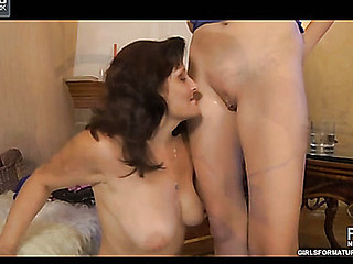 Viola&Cecilia pussyloving mature on clip