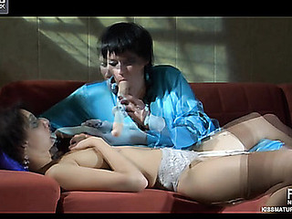 Stephanie&Inessa pussyloving knocker on clip