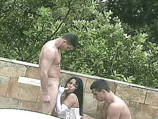 Gloved babe loves to get her brazilian cunt drilled outdoors