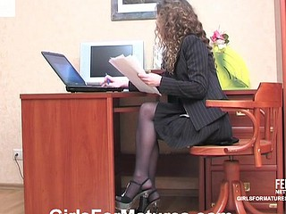 Lady-boss gets down relating to sexy bull dyke lovemaking respecting French maid right in the office