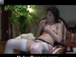Topless nympho in white gartered nylons heats up her box for a raw plumb