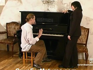 Smashing aged damsel seducing younger pianist into frenzied ramrod-riding