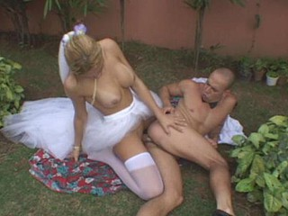Alfresco backdoor fucking on every side raunchy shemale copulate and her piping hot groom