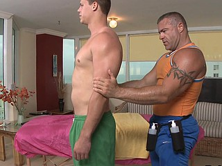 Gorgeous blowjob detach from bodybuilder
