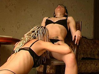 Esther&Ninette lesbian mom surrounding action