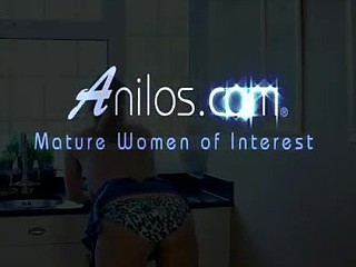 Anilos Leona Lee uses her fingers to make herself cum