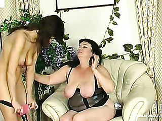 Crummy older chick getting her ripe twat drilled by strap-on armed honey